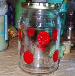 red dots on jar with spouncers