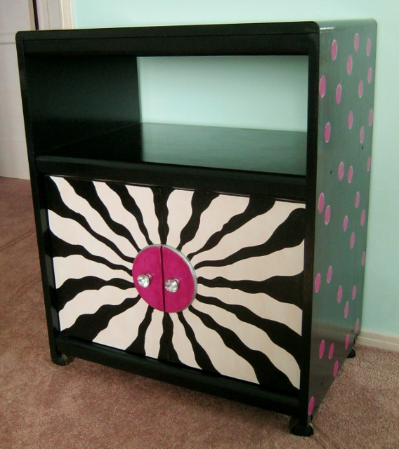 Photo of black and hot pink polka dot cabinet © 2014 by Lynda Makara