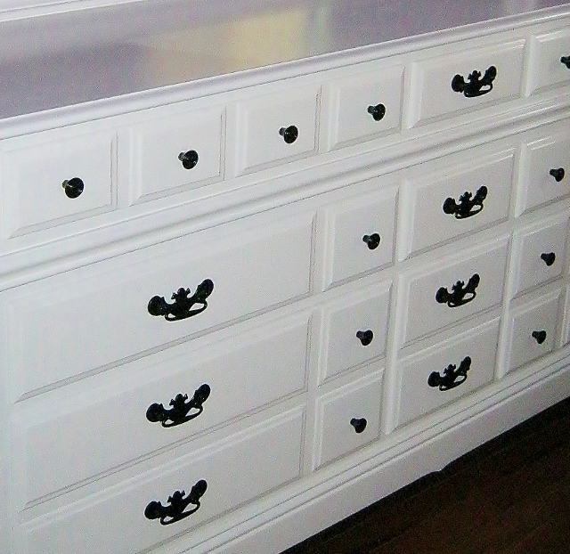 spray painted dresser pulls and knobs