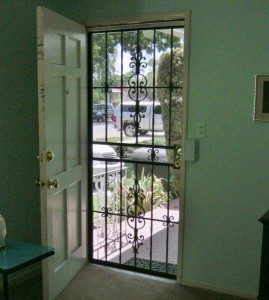 front door with no curtain