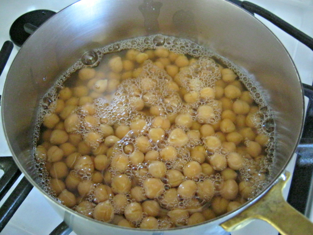 Boiling canned chickpeas for hummus