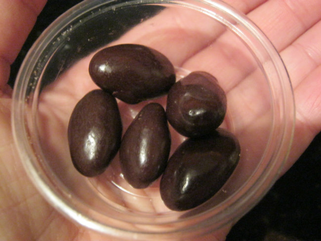 Dessert: five chocolate almonds